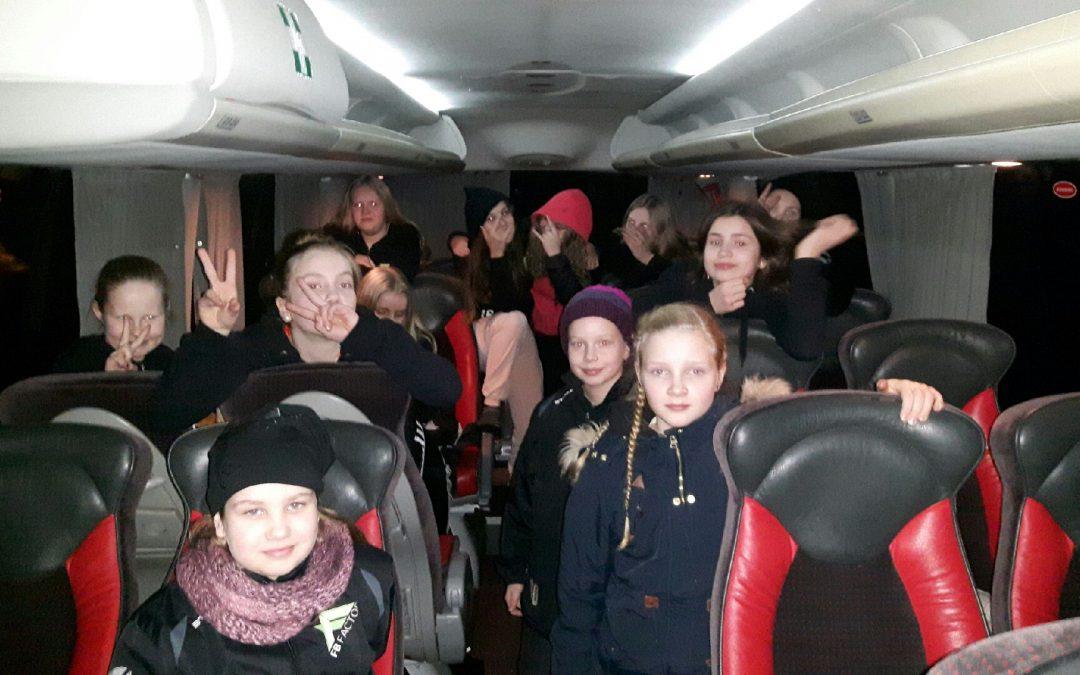 C-tytöt maali-iloittelivat runkosarjan voittoon.